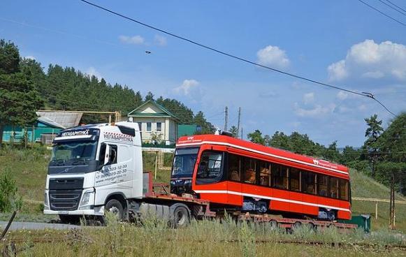 В Таганрог отправили первый новый трамвай из Челябинской области