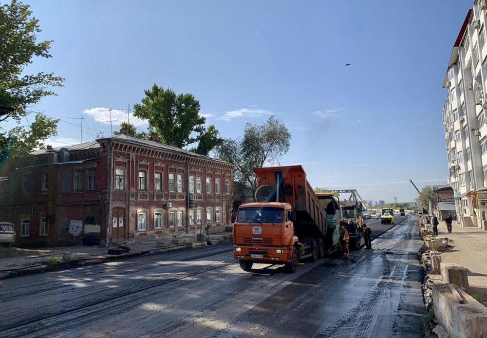 Мост, асфальт, троллейбус. На новой переправе в Самаре начались работы по укладке покрытия - фото 1